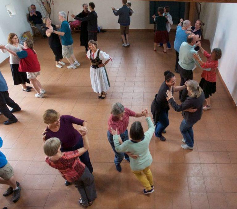 Tancování ve stodole